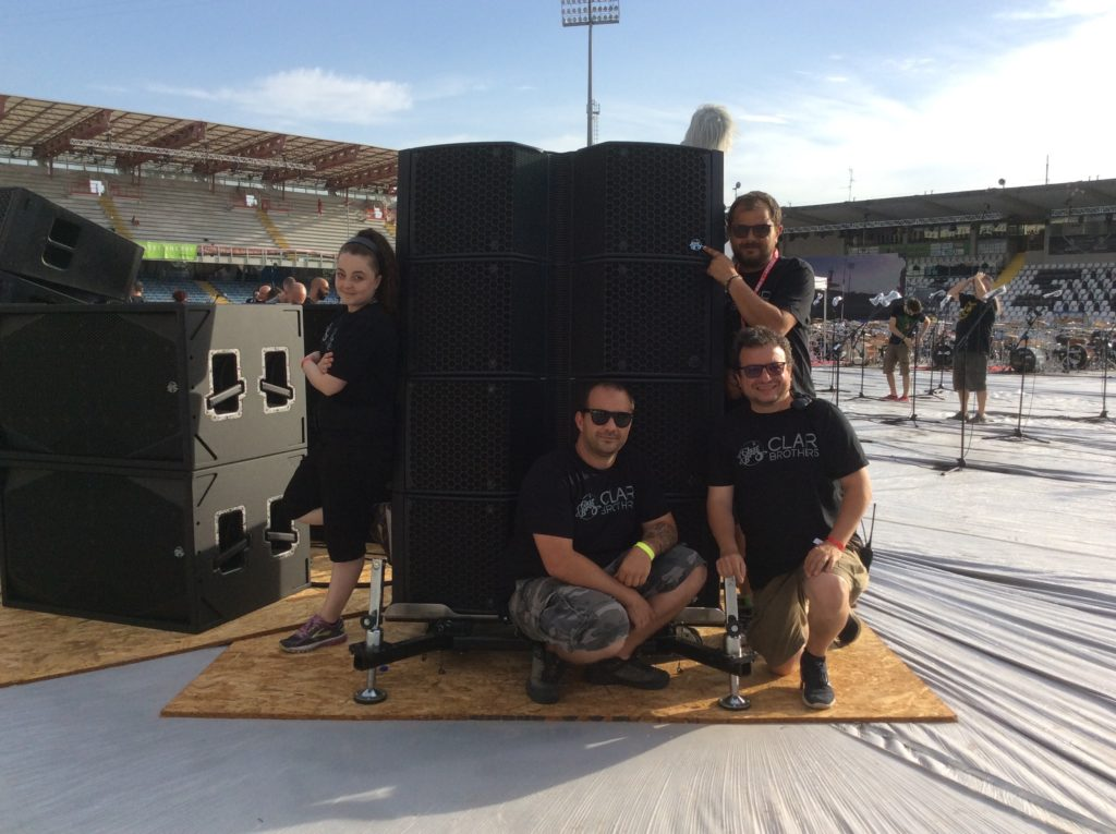 Il team Roadie Music Service con i sistemi Clair Brothers a Rockin'1000 -That's Live